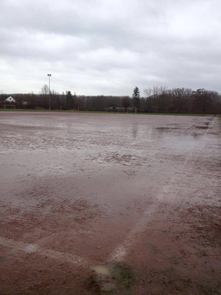 20.02.2016 Unbespielbarer Platz im TSV Stadion Trebur