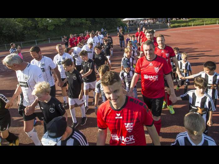 Presseberichte zum Spiel gegen die Eintracht Frankfurt Traditionsmannschaft